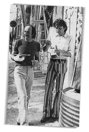André Benedetto et Pierre François repeignent la façade du théâtre des Carmes Avignon, 1974