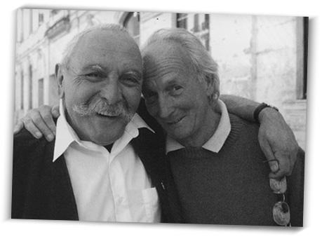 Yves Rouquette et Pierre François, devant le théâtre de Nîmes.